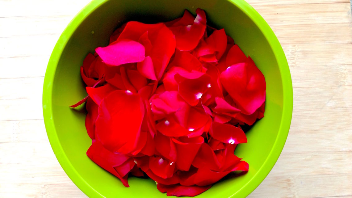 How to make rosewater for natural hair