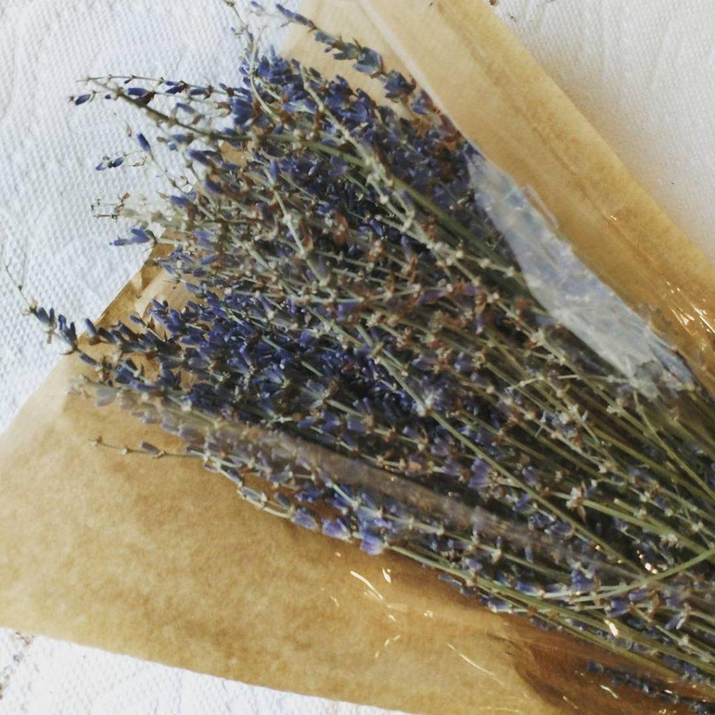 using-fresh-lavender-classycurlies